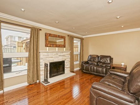 SOLD: BEAUTIFULLY UPGRADED DETACHED HOME IN BRAMALEA 10486 14 lacewood crescent (21)