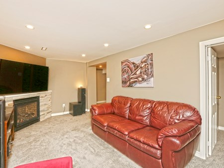 SOLD: BEAUTIFULLY UPGRADED DETACHED HOME IN BRAMALEA 10486 14 lacewood crescent (53)