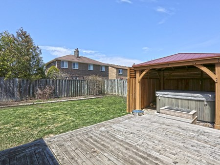 SOLD: BEAUTIFULLY UPGRADED DETACHED HOME IN BRAMALEA 10486 14 lacewood crescent (62)