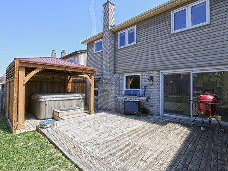 SOLD: BEAUTIFULLY UPGRADED DETACHED HOME IN BRAMALEA 10486 14 lacewood crescent (66)