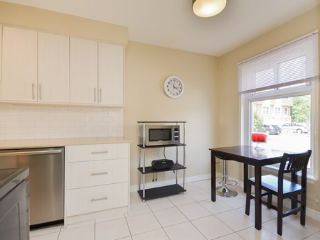 SOLD - END UNIT TOWNHOUSE, WALKING DISTANCE TO BCC 10776 for sale 22 craigleigh crescent   end unit townhouse 004