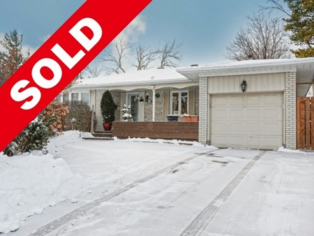 SOLD! 3 Bedroom Bungalow For Sale in Brampton by #thesix Real Estate Agents 9462 sold 3 bedroom bungalow for sale in brampton by thesix 001